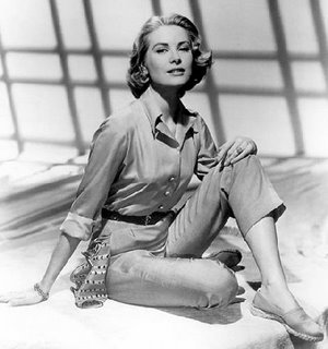 GraceKelly_RearWindow_05