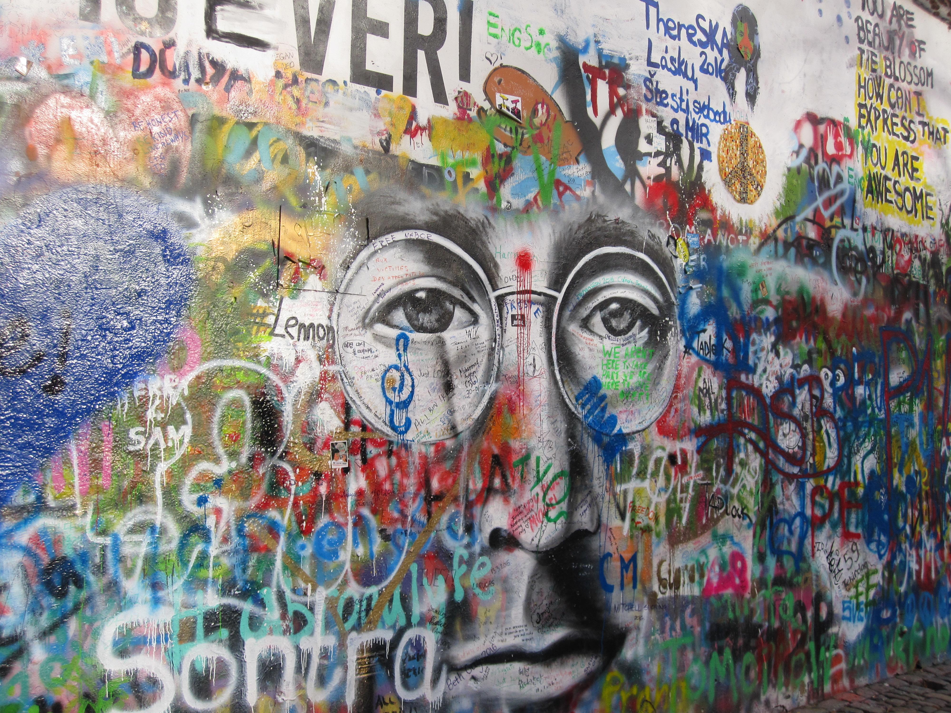 Detail John Lennon wall